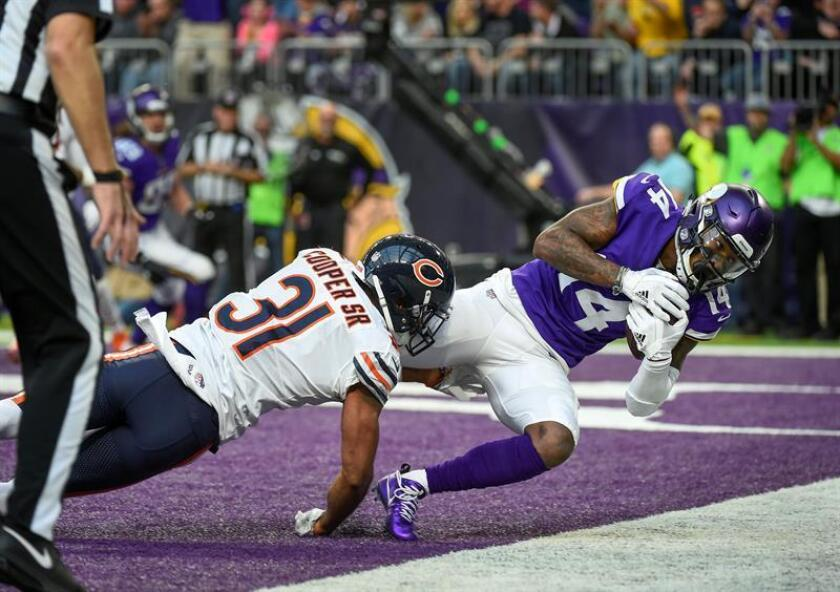 Minnesota Vikings wide receiver Stefon Diggs (R) catches a 15 yard touchdown pass against Chicago Bears cornerback Marcus Cooper Sr. (L) in the third quarter of their game at US Bank Stadium in Minneapolis, MN., USA, 31 December, 2017. EFE