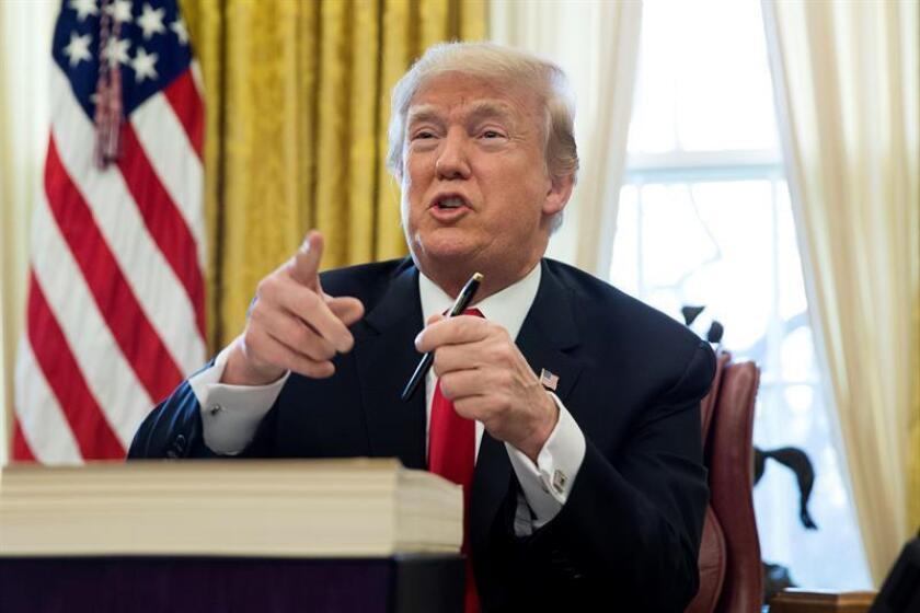 El presidente estadounidense, Donald Trump en el despacho Oval de la Casa Blanca en Washington DC, Estados Unidos. EFE/Archivo