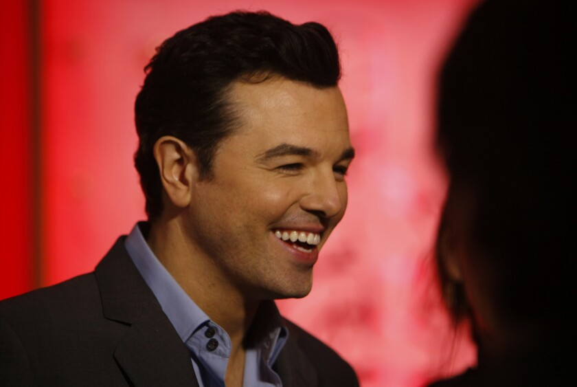 Review: Seth MacFarlane is a family guy at the Bowl's John ...
