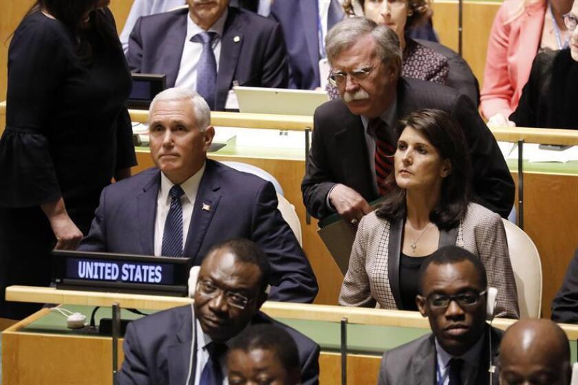 (I-d) Mike Pence, vicepresidente estadounidense, John Bolton, asesor de seguridad nacional del presidente estadounidense, y la embajadora estadounidense ante Naciones Unidas,Nikki Haley, durante la sesión de apertura del debate de alto nivel de la Asamblea General de Naciones Unidas, en la sede de la ONU en Nueva York, Estados Unidos, hoy, 25 de septiembre de 2018. EFE