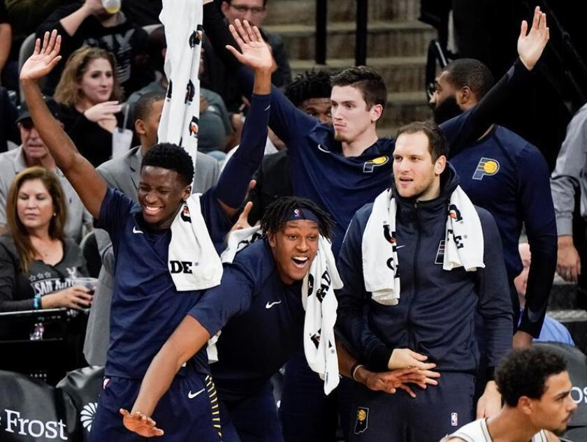 Jugadores Indiana Pacers celebran hoy, miércoles 24 de octubre de 2018, en un partido de la NBA entre Indiana Pacers y San Antonio Spurs en AT&T Center en San Antonio (EE.UU.). EFE