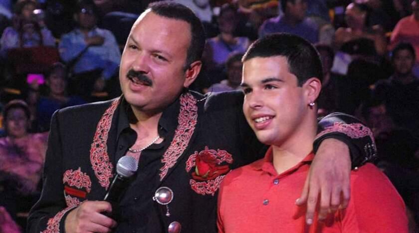 Marzo 2017: José Emiliano Aguilar, hijo del cantante de música ranchera Pepe Aguilar, fue detenido por intentar meter a cuatro chinos a EEUU de manera ilegal. Enfrentó cargos de tráfico de personas. Fue condenado a tres años de libertad condicional y seis meses de rehabilitación en un centro contra adicciones.
