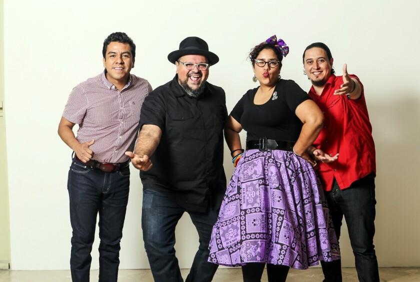 A través de sus presentaciones, el grupo La Santa Cecilia busca promover un mensaje de paz y unión.