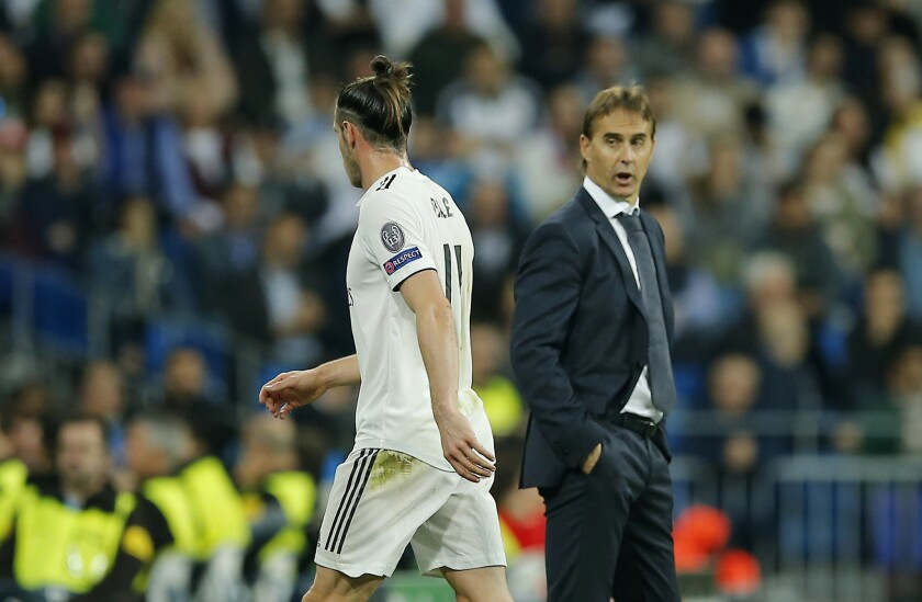 Real's Gareth Bale, left, leaves the field as Real Madrid coach Julen Lopetegui looks him during the Champions League, group G, soccer match between Real Madrid and Viktoria Plzen at the Santiago Bernabeu stadium in Madrid, Spain, Tuesday Oct. 23, 2018.