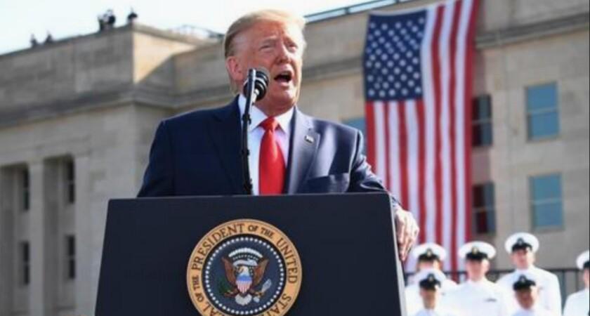 El presidente de los Estados Unidos, Donald J. Trump, hace una declaración frente al Pentágono durante la conmemoración del 18 aniversario de los ataques terroristas del 11 de septiembre, en Arlington, Virginia, el 11 de septiembre de 2019. EFE/EPA/Kevin Dietsch/ POOL/Archivo