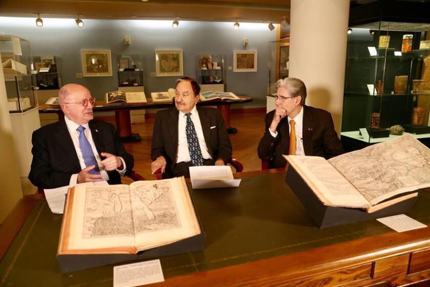 Una valiosa colección de libros raros, mapas y manuscritos históricos, entre ellos una carta del navegante Cristóbal Colón a los Reyes de España, será ahora exhibida de forma permanente en dos universidades de Miami (Florida). EFE/ CRISTIAN LAZZARI/MDC/SOLO USO EDITORIAL/NO VENTAS
