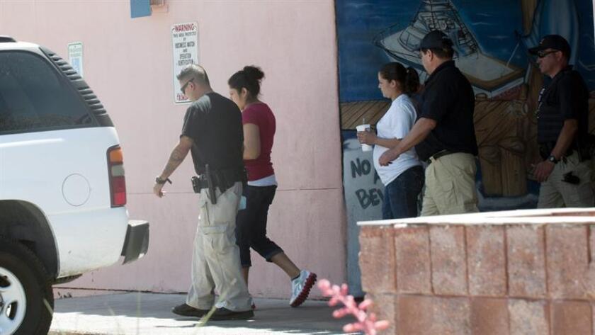 Las autoridades estadounidenses detuvieron hoy a 146 personas -133 de ellos inmigrantes irregulares-, en una operación contra el abuso laboral de indocumentados. EFE/Archivo