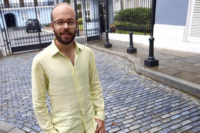 Tristán Ramírez, uno de los hijos de la diseñadora española Agatha Ruiz de la Prada, posa para Efe durante una entrevista hoy, miércoles 17 de octubre de 2018, en San Juan (Puerto Rico). EFE