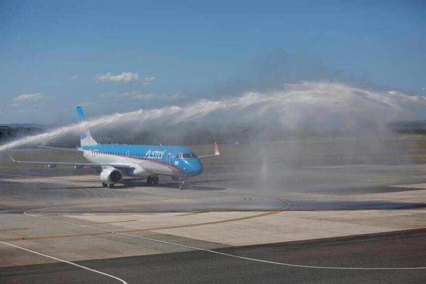 El aeropuerto Laguna del Sauce, ubicado a unos 20 kilómetros de Punta del Este, en el sureste de Uruguay, dispondrá durante el verano austral de tres nuevas aerolíneas, que se sumarán a otras cinco que operaban con anterioridad, informaron hoy fuentes oficiales. EFE/Archivo