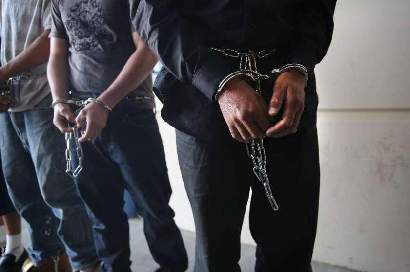 Trato bestial reciben los enfermos indocumentados en el Centro de Detención de Adelanto