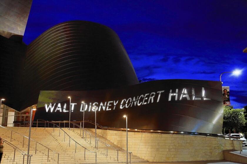 Metro is confident that planned subway won't impinge on Disney Hall .