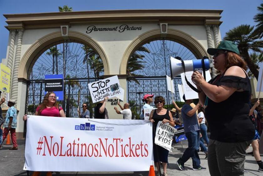 La Coalición Nacional Hispana ante los Medios (NHMC) entregó hoy más de 12.000 firmas en la sede de los Estudios Paramount, en Los Ángeles, California, pidiendo más participación de los latinos en las producciones de cine. EFE/ARCHIVO