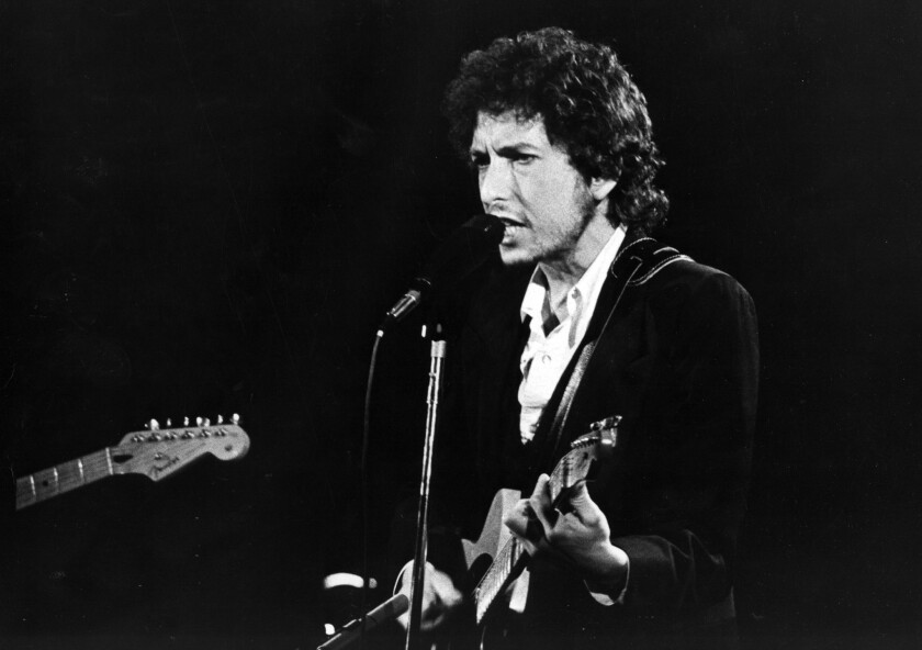 Bob Dylan will release a new album of songs made popular by Frank Sinatra.