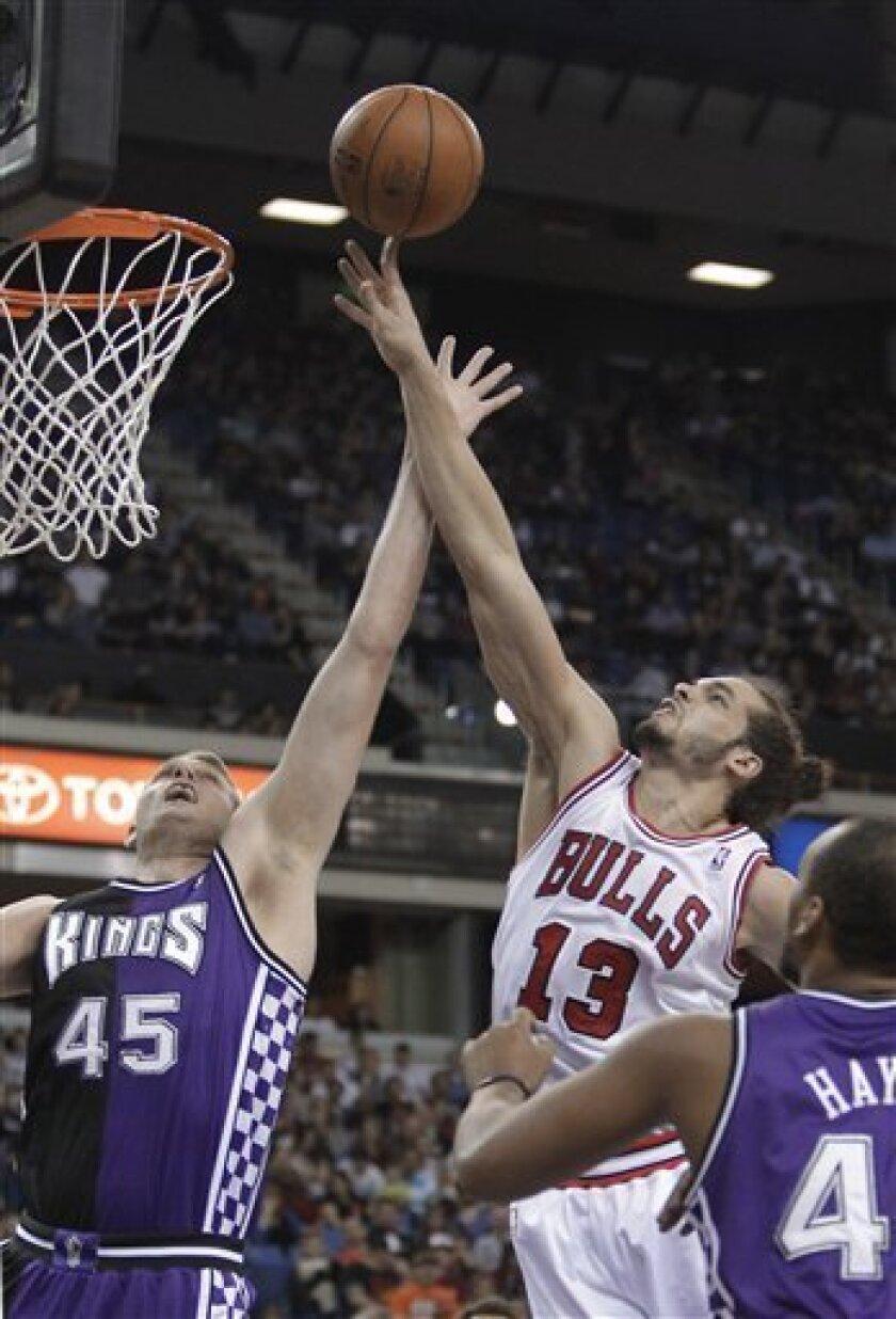 Sacramento Kings center Cole Aldrich, left, defends Chicago Bulls center Joakim Noah during the first quarter of an NBA basketball game in Sacramento, Calif., Wednesday, March 13, 2013. (AP Photo/Rich Pedroncelli)