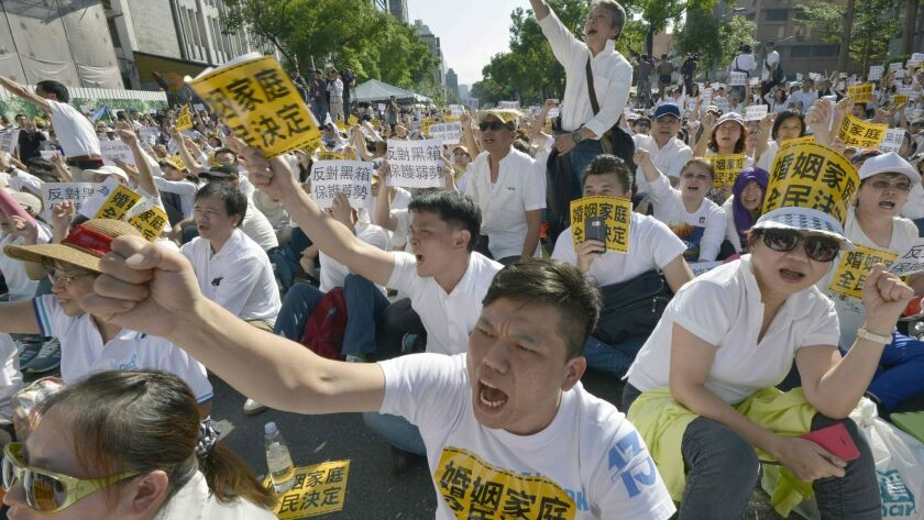 TAIWAN-GAYS-MARRIAGE-POLITICS-RIGHTS