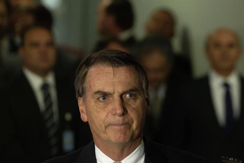 El presidente electo de Brasil, Jair Bolsonaro, ofrece una rueda de prensa. EFE