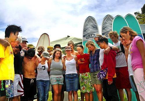 la-surfers1-iyasf7nc