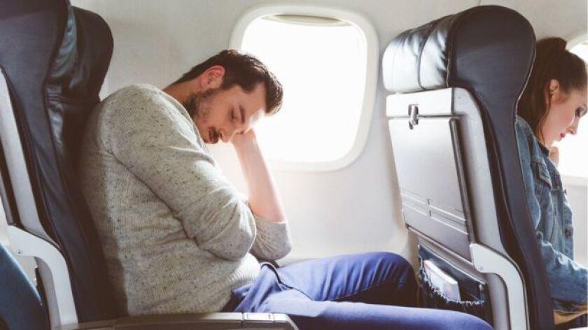 """""""Duermo bien en los aviones. Me gusta viajar en primera clase cuando voy a Asia y Australia porque puedo tener un ciclo de sueño completo; duermo ocho o nueve horas"""", dice Kelly."""