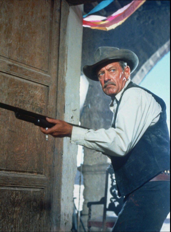 395136 ( BC-BPI-PECKINPAH) WILLIAM HOLDEN as Pike Bishop in Warner Bros.' restored release of direct