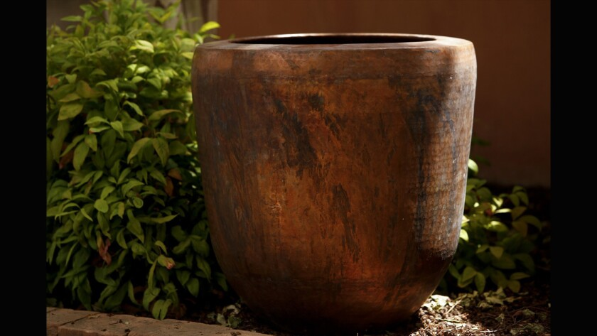 Pots and planters to define an outdoor living style - Los