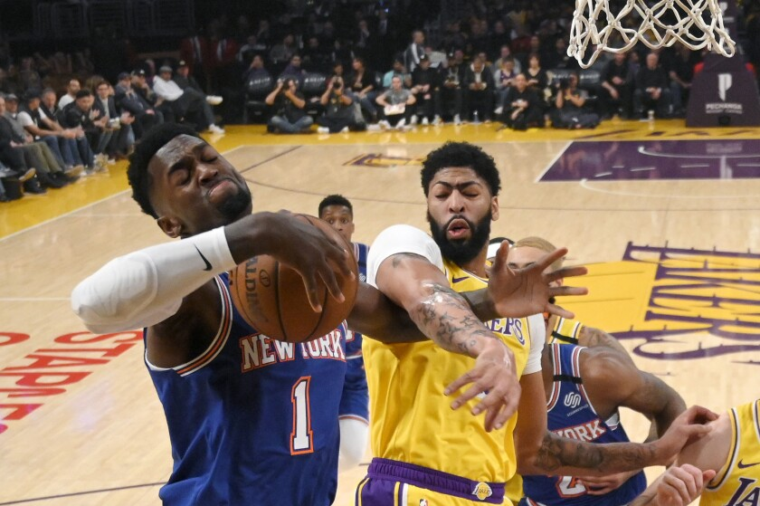 Anthony Davis Bruises Back In Lakers 117 87 Win Over Knicks
