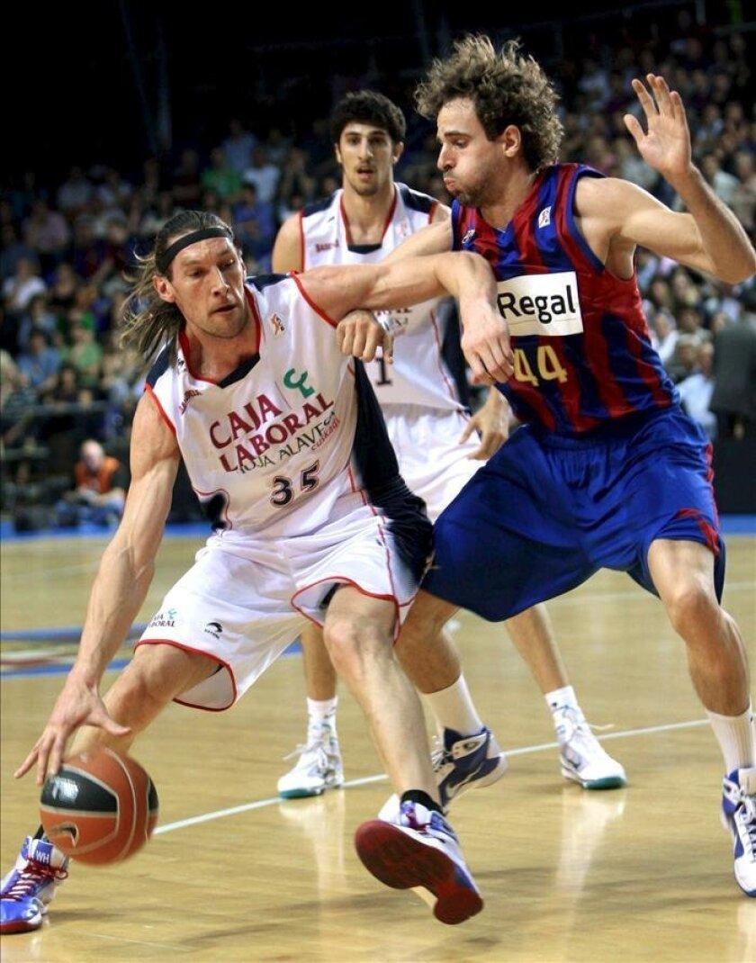 Imagen de archivo del alero Walter Herrmann, campeón olímpico en Atenas 2004 con Argentina (i). EFE/Archivo