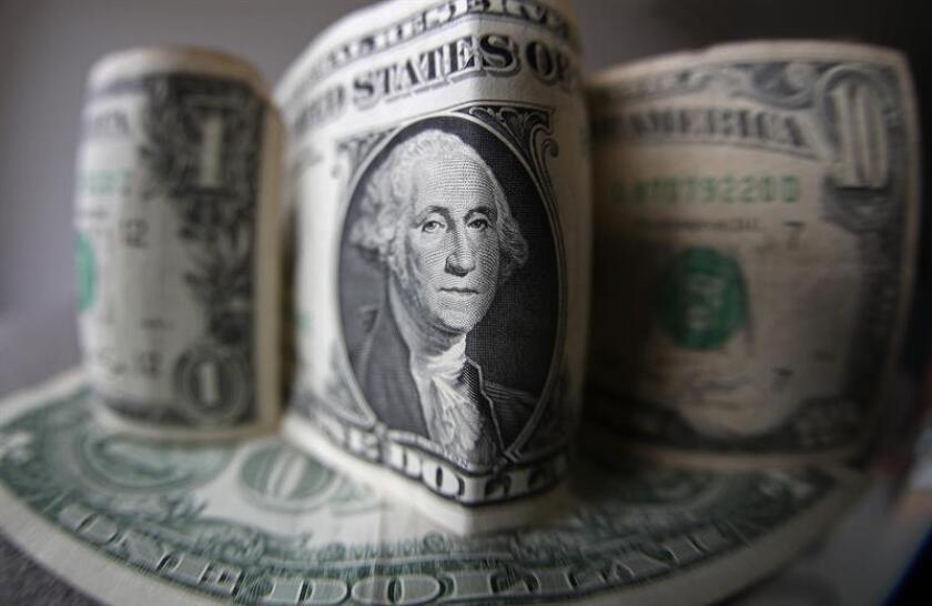Un proyecto de ley para aumentar por primera vez en una década el salario mínimo en Nuevo México, de 7,50 a 10 dólares la hora, pasó al Senado estatal, después de superar con éxito su tramite en la Cámara de Representantes. EFE/Archivo