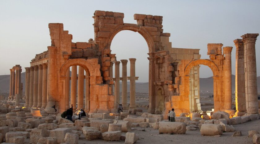 Islamic State militants blow up Palmyra's Arch of Triumph