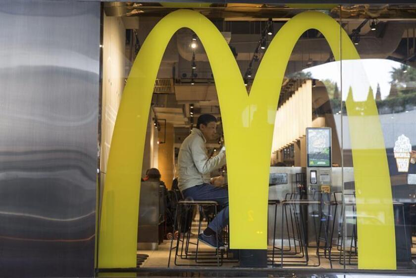 McDonald's ganó en el primer semestre del año 2.872 millones de dólares, un 10 % más que en el mismo periodo del ejercicio anterior, gracias en parte a una tasa impositiva más baja y al impulso de las ventas internacionales. EFE/ARCHIVO
