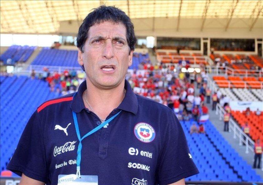En la imagen, el entrenador de la selección chilena Sub' 20, Mario Salas. EFE/Archivo