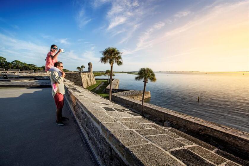 La zona turística del norte de Florida, que incluye las áreas históricas más antiguas del país, ha puesto en marcha una campaña para atraer el turismo familiar con una mezcla de sol, playa, cultura e historia alrededor de la ciudad de San Agustín. EFE/SOLO USO EDITORIAL