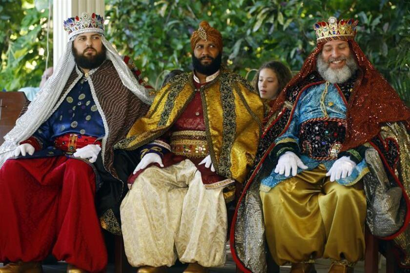 Los tres Reyes Magos a su llegada al Centro Capuchino de Trujillo Alto en San Juan, Puerto Rico. EFE/Archivo