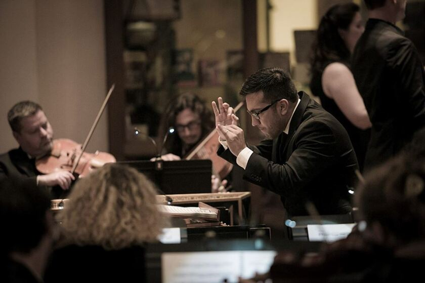 Rubén Valenzuela dirige el Bach Collegium San Diego.