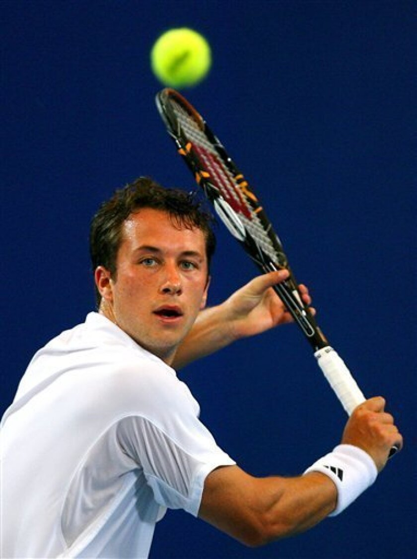 Germany's Philipp Kohlschreiber plays against Britain's Andy Murray during their men's singles match at the Hopman Cup tennis tournament in Perth, Australia, Wednesday, Jan. 6, 2010. (AP Photo/Ross Swanborough)