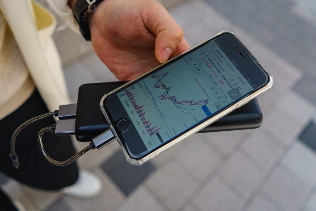 College student Jung Gyu-ho shows his stock portfolio through a smartphone app.
