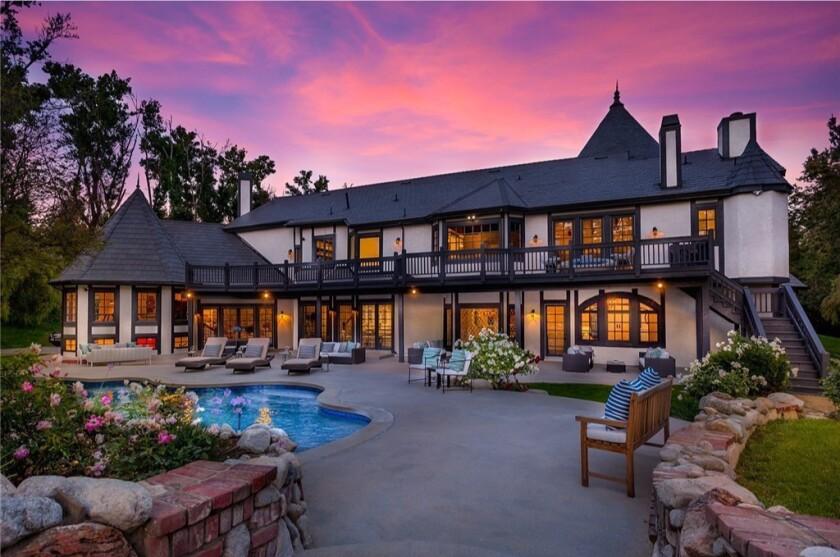 Baseball veteran James Loney buys a Chatsworth mansion
