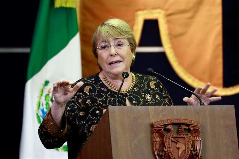 La expresidenta chilena Michelle Bachelet interviene durante una ponencia magistral en el marco de la Cátedra Internacional por los Derechos Humanos y la Paz Alfonso García Robles, impartida en la Universidad Nacional Autónoma de México. EFE/Archivo
