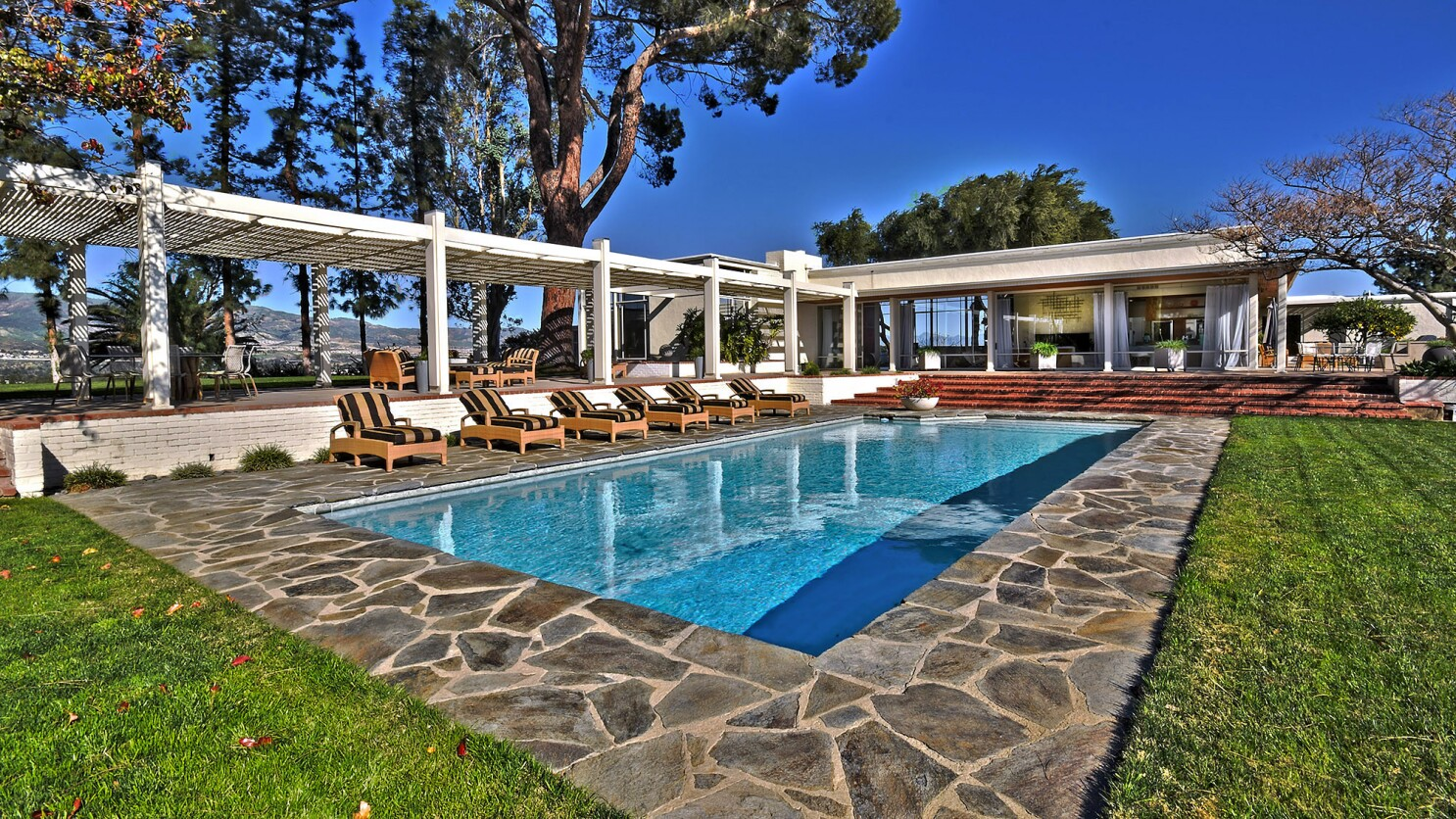 Snazzy Chatsworth Estate Where Sinatra Lived Shoots For 12 5 Million Los Angeles Times