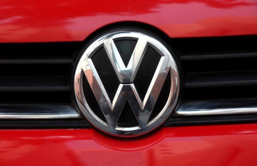 Logotipo del fabricante de vehículos alemán Volkswagen. EFE/Archivo