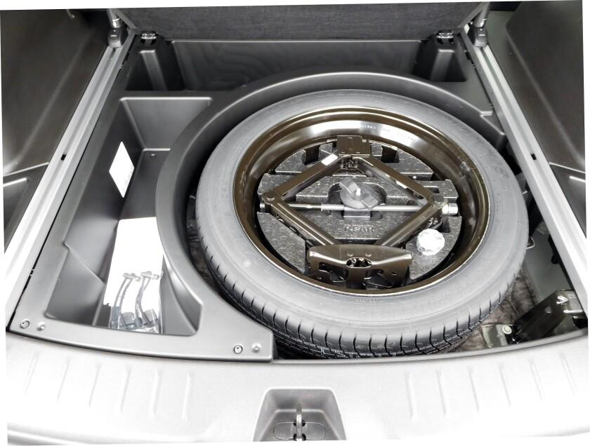 Chevrolet Blazer-11-Cargo-Basement.jpg