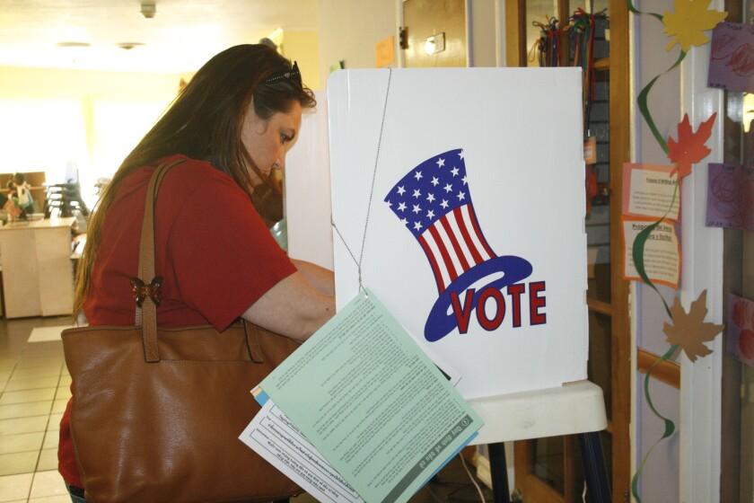 En las elecciones primarias, locales y regionales la presencia de los votantes latinos brilla por su ausencia.