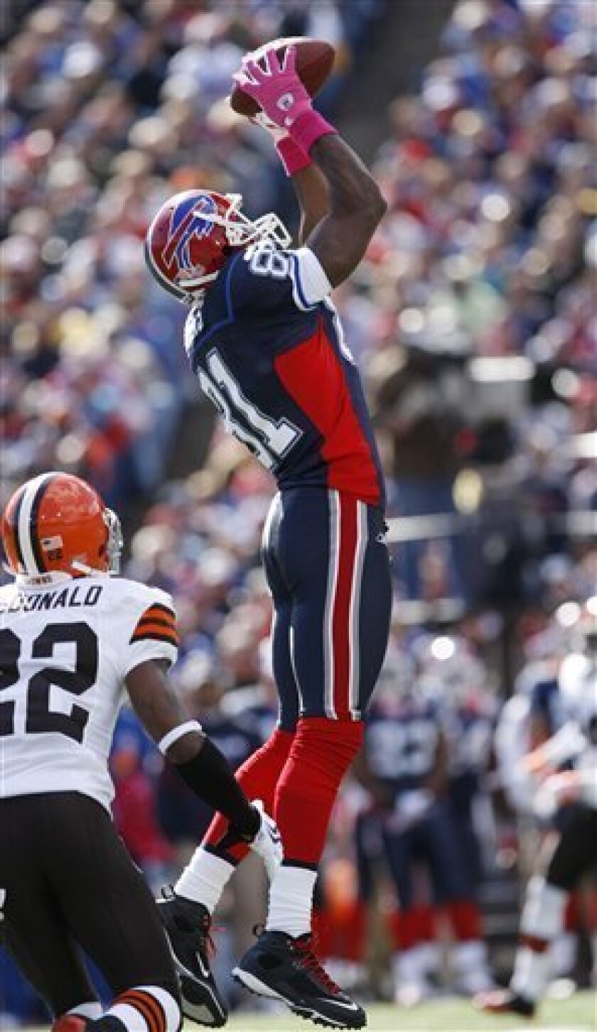 Buffalo Bills' Terrell Owens makes a catch under pressure from Cleveland Browns' Brandon McDonald (22) during the first half of the NFL football game in Orchard Park, N.Y., Sunday Oct. 11, 2009. (AP Photo/David Duprey)