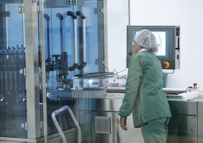 El Centro de Inmunología Molecular (CIM) analiza los efectos del empleo del Cimavax combinado con otros fármacos registrados contra el cáncer pulmonar, las posibilidades de uso en otros tipos de cáncer y también en fases más tempranas de la enfermedad. EFE/Archivo