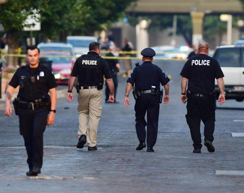 Police officers at the crime scene in Dayton, Ohio, USA, 04 August 2019 following the mass shooting in the Oregon district of Dayton. EFE/EPA/TOM RUSSO