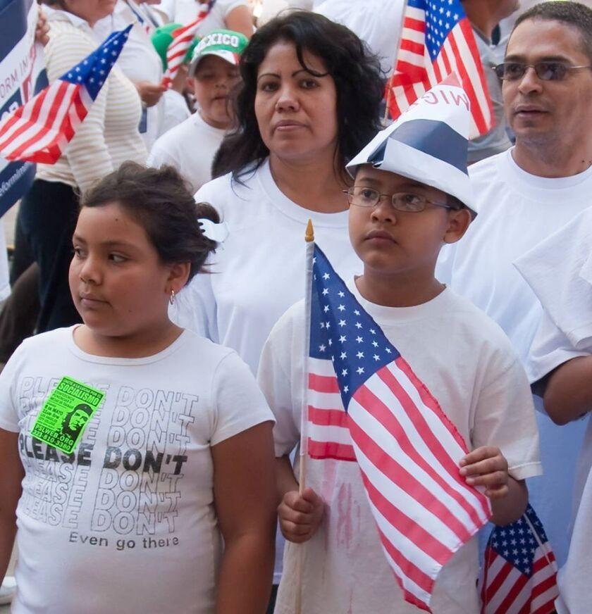 El Supremo empató (4-4) sobre la legalidad de las medidas presidenciales conocidas como Acción Diferida para Padres (DAPA, en inglés) y la extensión de Acción Diferida para los Llegados en la Infancia (DACA, por sus siglas en inglés).