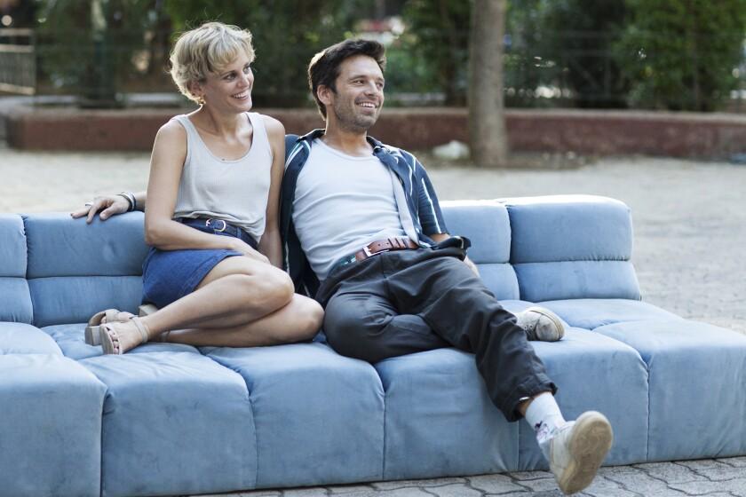 """Sebastian Stan y Denise Gough en una escena de """"Monday""""."""