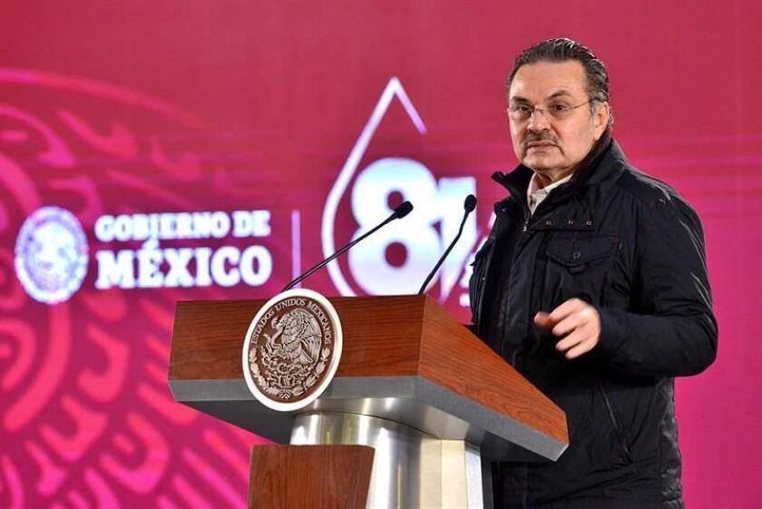 El director general de Pemex, Octavio Romero, habla durante una conferencia de prensa este lunes, en Ciudad de México (México). EFE/PRESIDENCIA/SOLO USO EDITORIAL