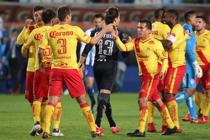 Los jugadores de Morelia festejan su victoria sobre Pachuca. EFE/Archivo