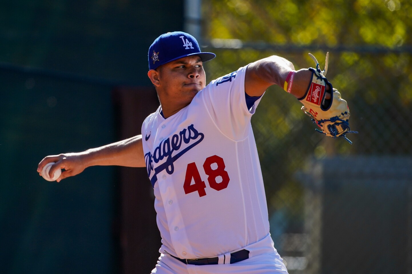 PHOENIX, ARIZ. - FEBRUARY 20: Los Angeles Dodgers Brusdar Graterol (48) pitches during practice at Spring Training at Cameback Ranch on Thursday, Feb. 20, 2020 in Phoenix, Ariz. (Kent Nishimura / Los Angeles Times)