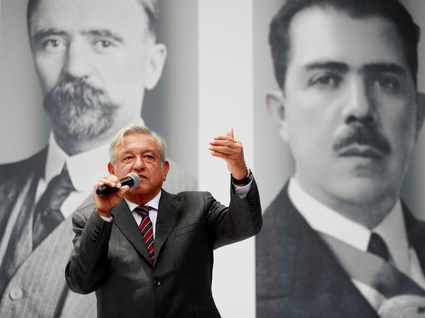 El presidente electo de México, el izquierdista Andrés Manuel López Obrador, ofrece una rueda de prensa hoy, viernes 24 de agosto de 2018, en Ciudad de México (México). EFE